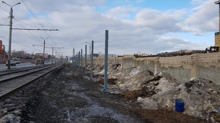 Наталья Котова объяснила появление нового защитного забора на Свердловском тракте