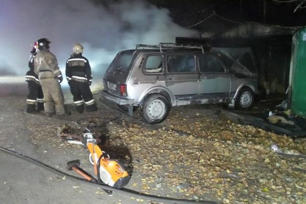 Пожарные спасли автомобиль