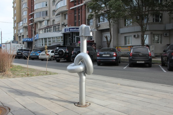 В коммунальной компании сообщили, что вот эта колонка и одновременно арт-объект останется единственной в Самаре