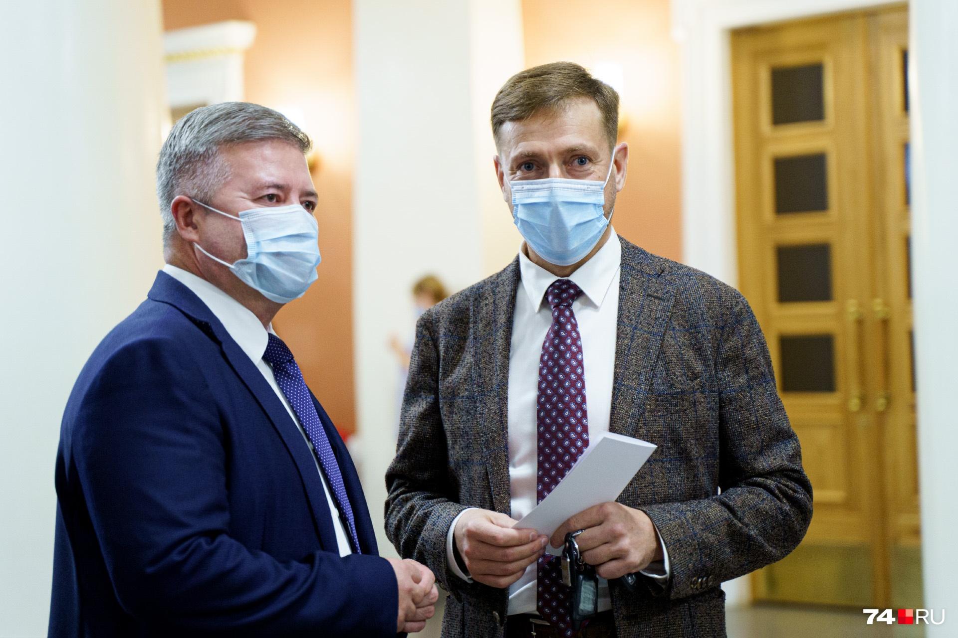 Министр здравоохранения Юрий Семёнов успел поговорить и с вице-губернатором Станиславом Мошаровым...