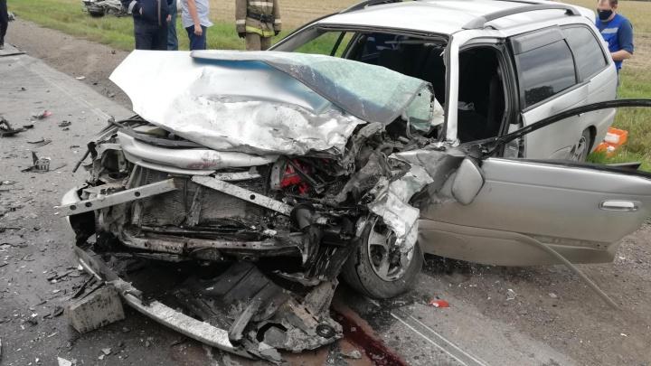 В тройном ДТП на кузбасской трассе один человек погиб и трое пострадали