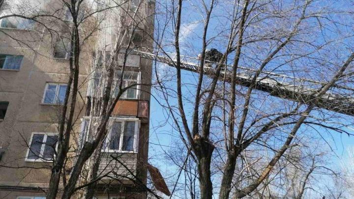 В Волжском из-за пожара эвакуировали жильцов пятиэтажного дома