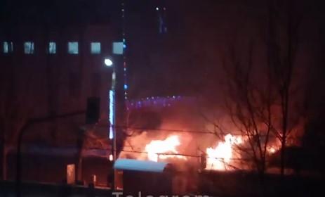 В Челябинске ночью сгорела шашлычная около крупного торгового центра