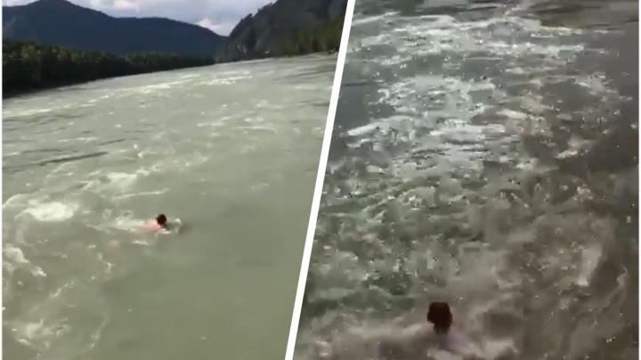 Появилось видео трагического заплыва новосибирской туристки в Катуни