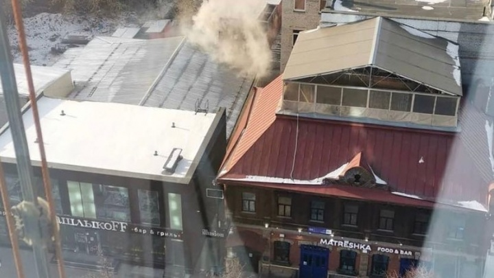 На челябинской Кировке загорелась шашлычная