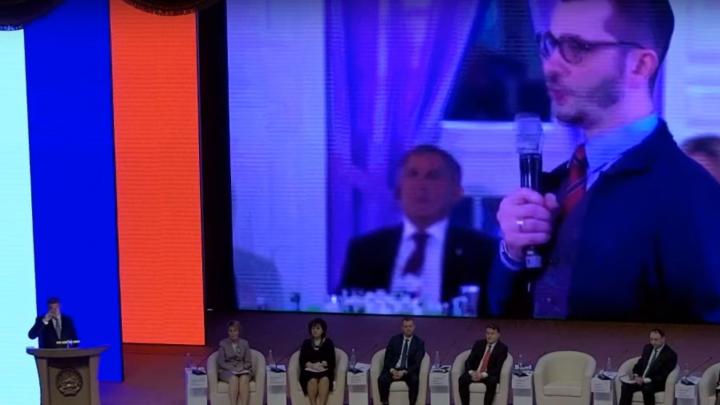 Глава Башкирии предложил запретить смартфоны на уроках