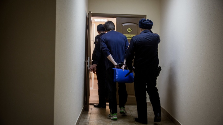 Под Новосибирском суд признал брак фиктивным — подставного мужа выставили из страны