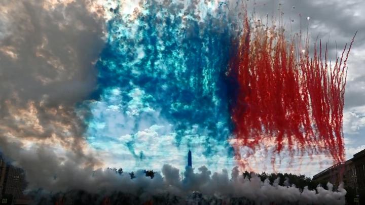 Под «Прощание славянки» в Волгограде запустили дневной фейерверк после парада Победы — видео