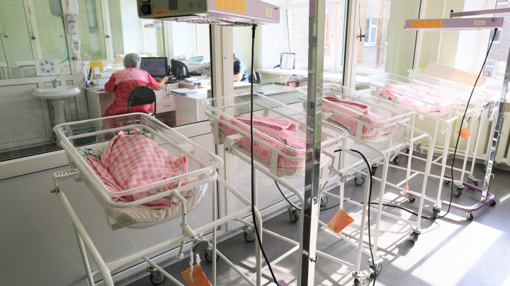В Красноярске шесть сотрудников роддома на Свободном заразились коронавирусом