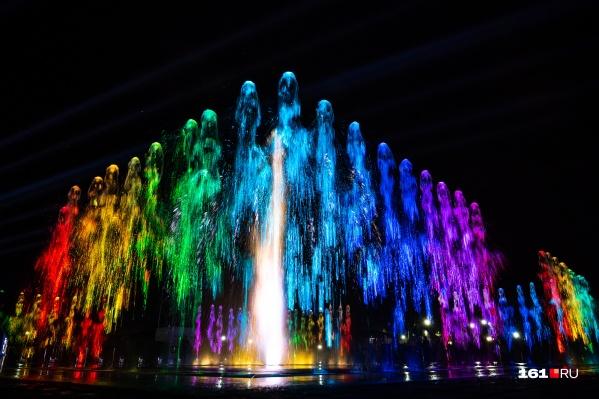 Гулять у этого фонтана по вечерам — новая привычка ростовчан