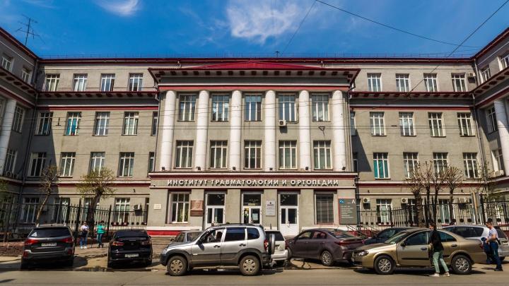 В НИИТО привезли аппараты ИВЛ — их закупили «Пятёрочка» и Halls