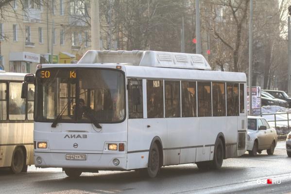 """Пассажиры жалуются, что автобус <nobr class=""""_"""">№ 50</nobr> приходится ждать по 30–40 минут"""