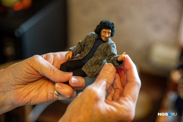 Пластик оживает в руках Ирины Верхградской: несколько часов работы — и вот это уже не безликий материал, а персонажи со своей собственной уникальной историей