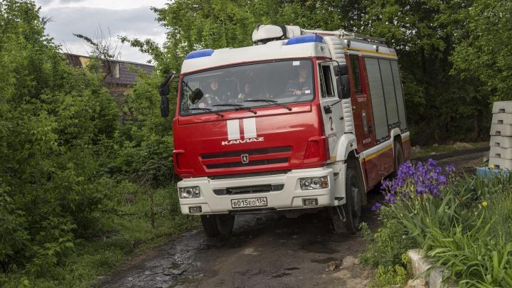 Волгоградским пожарным пришлось ломать решетку из-за забывчивого кулинара