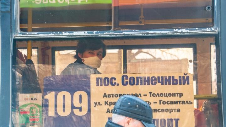 На улицы Омска выпустили 190 автобусов для вернувшихся на работу людей