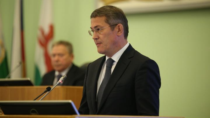 Радий Хабиров наградил людей, которые тушили лесные пожары в республике