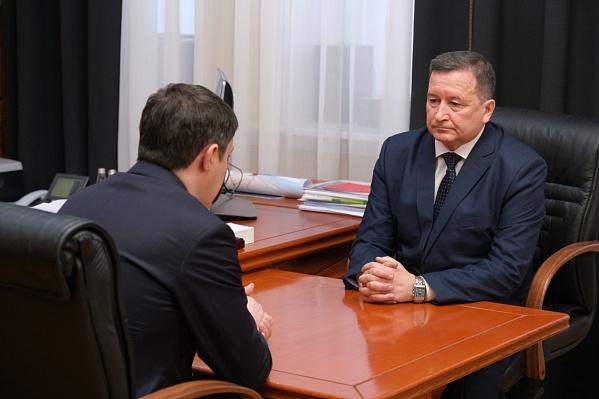 На этом фото Виктор Батмазов запечатлен с Дмитрием Махониным, у которого тоже выявили коронавирус