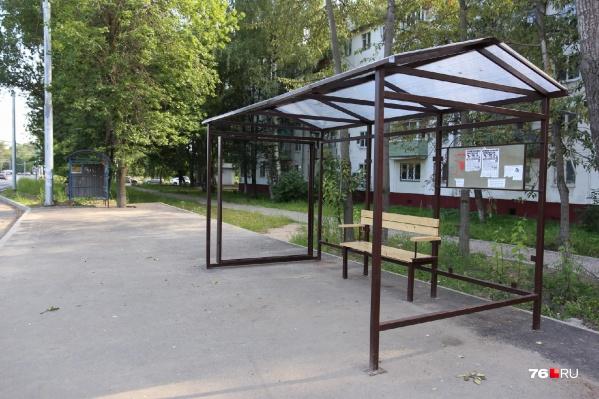 Вместо старых остановок на Тутаевском шоссе в Ярославле ставят другие