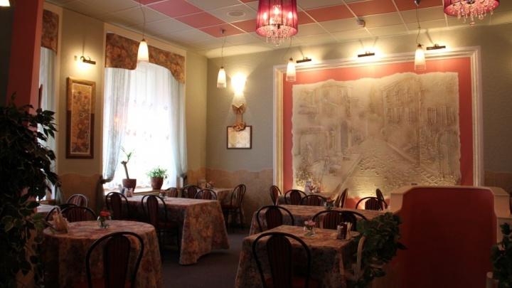 После 17 лет работы на продажу выставили омское кафе «Монплезир»