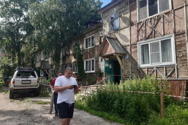 Жители собирают вещи, уезжают по домам родственников и знакомых<br>