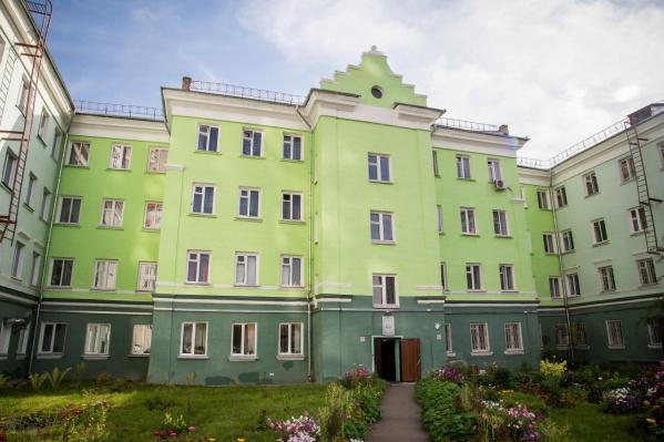 13-ое общежитие находится по адресуВавилова, 60
