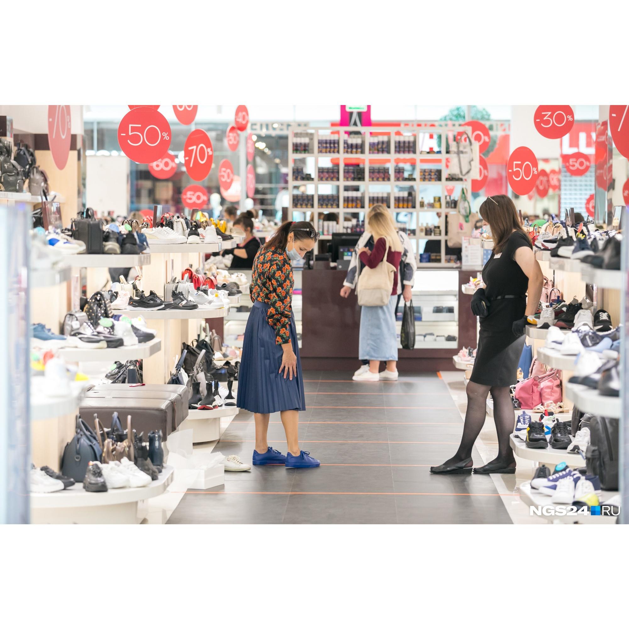 Первый день открытия торговых центров для посетителей после самоизоляции