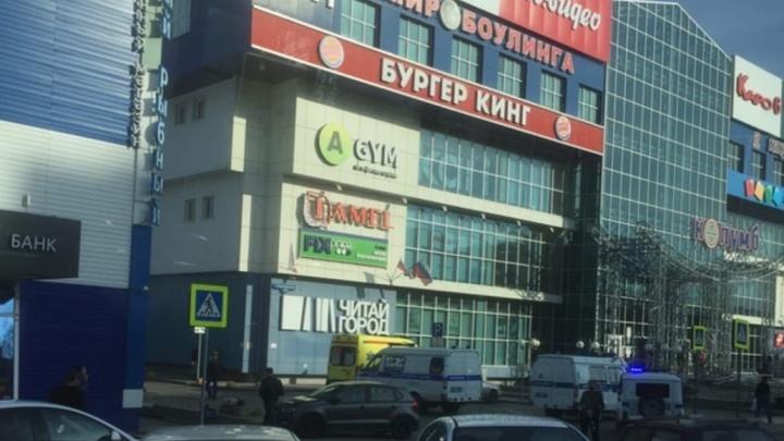 Силовики оцепили тюменский ТРЦ на Московском тракте