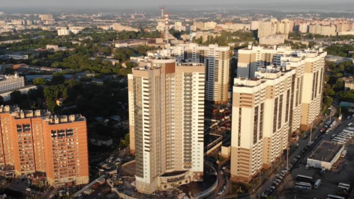 Итого 30 этажей: самарский блогер показал с высоты дом-трилистник у ЦАВ