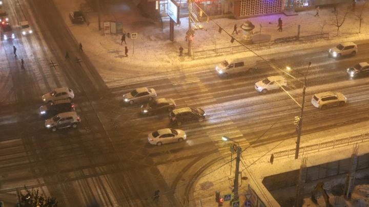 Гололёд и заснеженные крыши. Следим за приходом зимы в Ростов