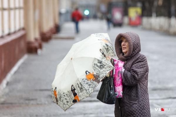 Волгоградцам советуют взять с собой сегодня зонтики