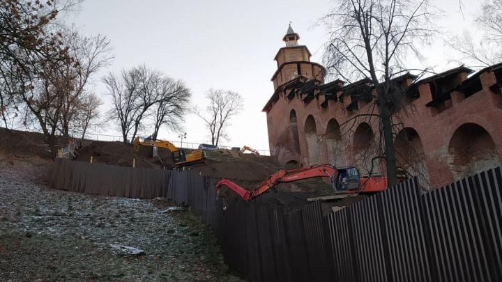 Власти объяснили раскопки при помощи экскаваторов у стен Нижегородского кремля