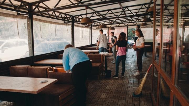 Обвальные проверки Роспотребнадзора: в Тюмени санврачи пошли по летним верандам и крупным магазинам