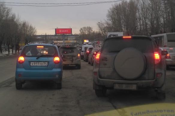 Третий день стоим: водители встали в глухую пробку на Станиславского