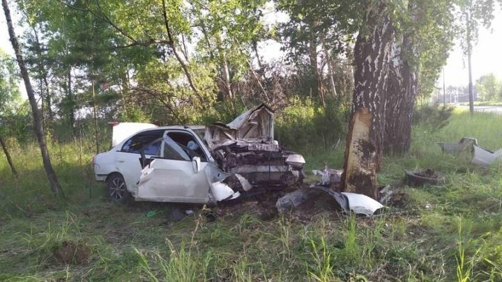Стрелка спидометра замерла на 160 км/ч: парень без прав угнал у друга авто и разбился об дерево