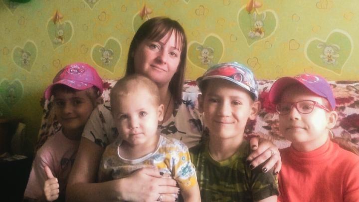Мать четверых детей выселили на улицу из-за долгов по ипотеке. Разбираемся в ситуации