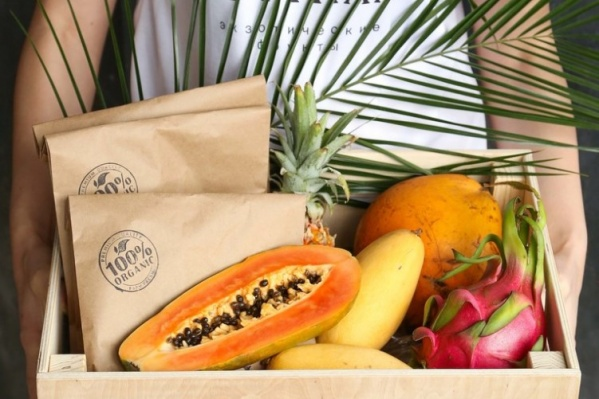 В «Фрутнам» можно найти подарочные корзины и ящики с экзотическими фруктами от 1900 рублей