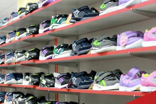 В ассортименте — в том числе обувь, как для детей, так и для взрослых