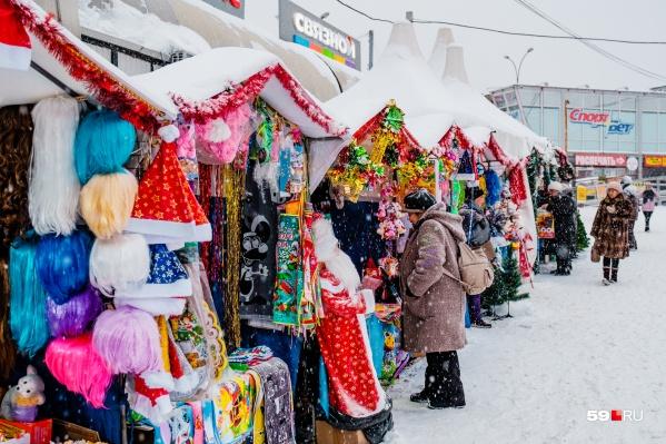 На ярмарках можно будет купить новогоднюю атрибутику, подарки и деликатесы