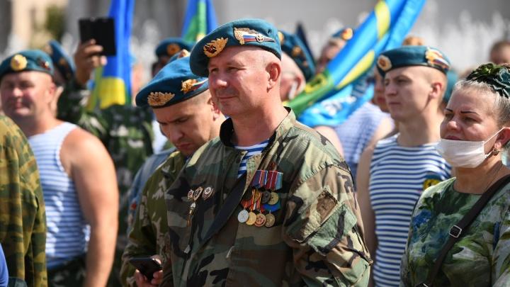 «Предложили выходить на улицы не всем»: глава Союза десантников — о том, почему не отменили День ВДВ