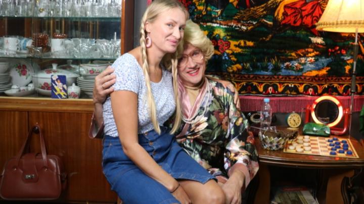 «Пельмень» Вячеслав Мясников снял клип про любовь к 80-м в Музее СССР. Публикуем его первыми