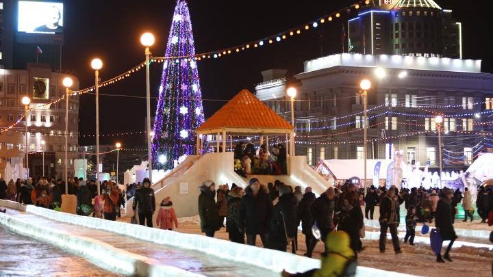 На площади Революции в Челябинске откроют новогоднюю ярмарку с игрушками, бургерами и конфетами