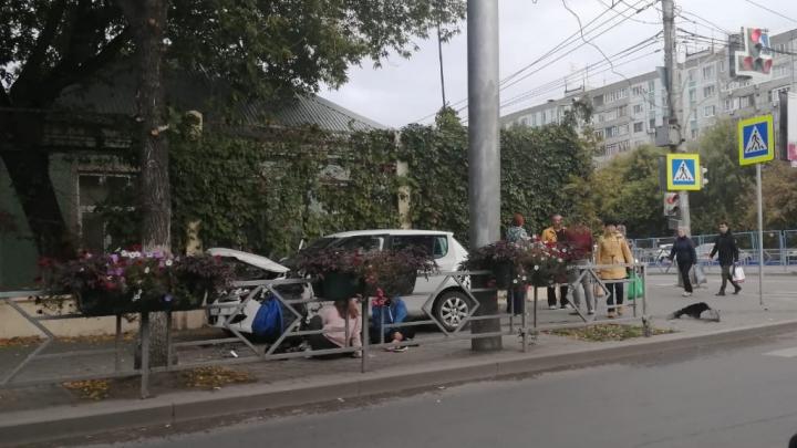 «Отбросило на пешехода»: на Владимирской — Коммунистической столкнулись две иномарки
