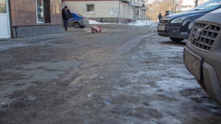 Дорожники, работу которых раскритиковала Котова, объяснили плохую уборку тротуаров ото льда