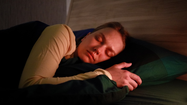 Что бы такого съесть, чтобы уснуть? Интервью с сомнологом о связи сна и ЖКТ