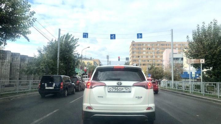 На перекрестке Марковского — Вейнбаума разрешили ехать прямо с двух рядов