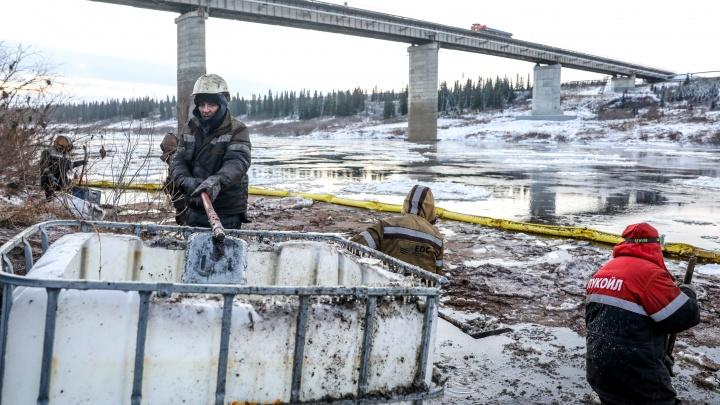 23 октября в НАО планируют снять режим ЧС, введенный из-за разлива нефтепродуктов