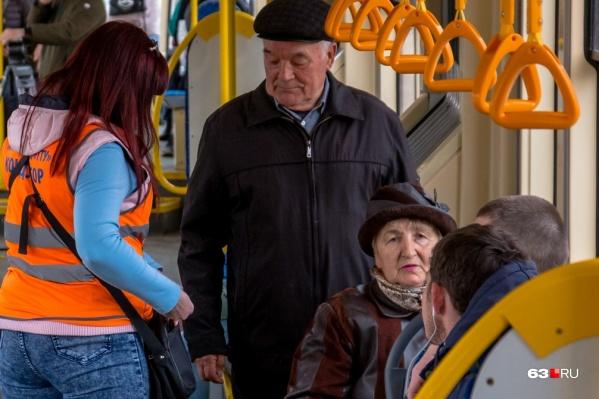 Выходить из дома без острой необходимости, а тем более ездить в транспорте пенсионерам не рекомендуется до 30 апреля