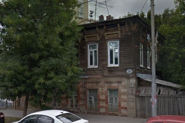 В историческом центре города много старых построек