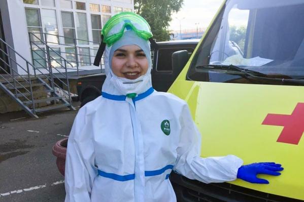 Юлия Тихонова работает с коронавирусными больными