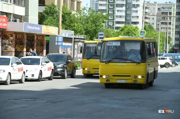 """На маршруте <nobr class=""""_"""">№ 042</nobr> изменятся места остановок"""